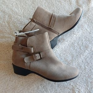 April by Italian Shoemakers| NWT Hills Tan Booties